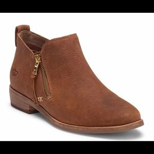 NWT UGG Glee Leather Ankle Booties